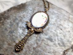 """Spiegelkette """"Nanette"""" - kleiner Handspiegel im Vintage-Style an einer Kette #Julihoernchen #Schmuck #Spiegel"""