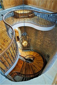 This has got to be one of the most beautiful staircases ever... I wish I could afford something like that in my house.