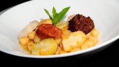 Garbanzos con coles - Sergio Fernández - Receta - Canal Cocina Chorizo, Coles, Food Inspiration, Carne, Beef, Chickpeas, Cooking, Places