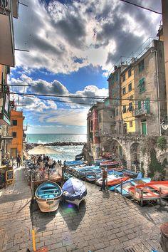 Riomaggiore, Cinque Terre, province of La Spezia, Liguria region Italy Costa, Places To Travel, Places To See, Beautiful World, Beautiful Places, Monuments, Riomaggiore, Places In Italy, Hdr Photography