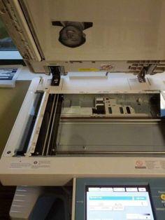 Collez une photo à l'intérieur de la photocopieuse elle sera copiée sur tous les documents