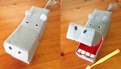 愛知県出身の一児のお母さん、佐藤蕗(さとうふき)さんが作る手作りの子どものおもちゃ。 紙やフェルト、ペットボト … <a href=