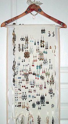 Pink Rose Style Hanging Jewelry Organizer Storage with Hanger and Crystals Hanging Jewelry Organizer, Jewelry Hanger, Jewelry Box, Leather Jewelry, Earing Organizer, Jewelry Ideas, Jewelry Wall, Jewelry Bracelets, Silver Jewellery