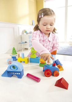 """Spielsteine """"Habaland"""" - Diese Spielsteine sind perfekt für die Kleinsten: Sie können erst die vielen Effekte der Bausteine entdecken und dann ihre ersten Bauwerke gestalten. Im Nu entstehen kleine Häuser oder ein Turm. Die Bäume bringen Leben in die Mini-Stadt."""