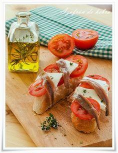 Tosta de queso fresco y anchoas