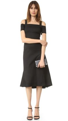 ¡Cómpralo ya!. A.L.C. Daniel Cold Shoulder Dress - Black. A flared skirt lends a swingy touch to this open shoulder A.L.C. dress. Short sleeves. Hidden back zip. Unlined. Fabric: Stretch twill. 51% ramie/47% viscose/2% elastane. Dry clean. Imported, China. Measurements Length: 46.75in / 119cm, from shoulder Measurements from size 4. Available sizes: 8 , vestidoinformal, casual, informales, informal, day, kleidcasual, vestidoinformal, robeinformelle, vestitoinformale, día. Vestido informal…