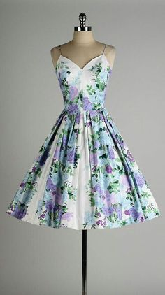 floral polished cotton by millstreetvintage 2019 vintage dress . floral polished cotton by millstreetvintage The post vintage dress . floral polished cotton by millstreetvintage 2019 appeared first on Vintage ideas. Vintage 1950s Dresses, Vestidos Vintage, Vintage Outfits, Vintage Fashion, 1950s Fashion Dresses, Dress Fashion, Vintage Clothing, 50s Vintage, Purple Vintage Dresses