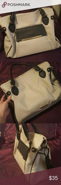 Steve Madden Handbag 100% Authentic Steven Madden hobo handbag! No rips, stains on tears! In very good condition! Steve Madden Bags Hobos