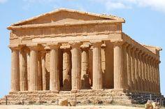 Le Temple de Ségeste, en Sicile, entièrement construit en calcaire.