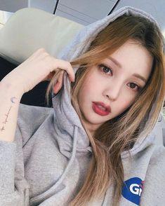 it's time for a good dose of home sweet home. Pony Korean, Korean Girl, Cute Girl Pic, Cute Girls, Korean Beauty, Asian Beauty, Park Hye Min, Pony Makeup, Sacs Louis Vuiton