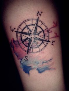 35 Best Compass Tattoo Ideas That Show Right Path - Beste Tattoo Ideen Arrow Tattoos, Rose Tattoos, New Tattoos, Tattoos For Guys, Tattoos For Women, Tatoos, Simple Compass Tattoo, Tattoo Simple, Watercolor Compass Tattoo