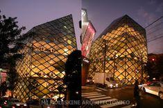 Mi Moleskine Arquitectónico: HERZOG & DE MEURON EN TOKIO. PRADA Renzo Piano, Prada, Moleskine, Opera House, Louvre, Building, Travel, Slanted Walls, Glass Panels