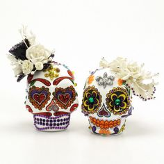 Dia De Los Muertos Wedding Cake Toppers Skull Day of the Dead Gothic Theme Ceramic Sugar Skull Handmade Hand Painted 00133  www.goodiemud.com