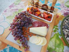 Tidbit Party - Cheese, Nuts, Grapes, Veggies. #lowcarb #nom