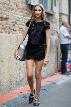 Model Street Style at Fashion Week Spring 2015 Modell Street-style, Street Chic, Street Wear, Girls In Mini Skirts, Models Off Duty, Mode Inspiration, Spring Summer Fashion, Spring 2015, Summer 2015
