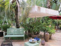 Gardening Shop @ INHOTIM Loja de Jardinagem de INHOTIM, em Brumadinho - MG, simplesmente perfeita!!! Comprei minha fonte lá (essa de cerâmica bege)... #inhotim