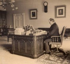 President William McKinley in the Oval Office of the White House in 1897. William McKinley (1843-1901), the twenty-fifth president of the United States, was born in Niles, Ohio. McKinley served in the U.S. Congress for 14 years, and became president in 1897.  He was re-elected in 1900, but was assassinated by anarchist Leon Czolgosz in 1901.