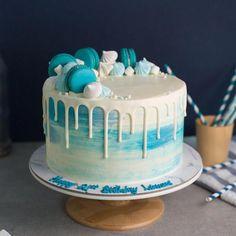 Baker s Brew Studio on Aqua blue swirls with white drips and macarons Blue Drip Cake, Aqua Cake, Macarons, Macaron Cake, Fancy Cakes, Mini Cakes, Tea Cakes, Cupcake Cakes, Reeces Cake