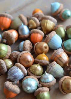 how pretty would it be to see these beautiful painted acorns in a glass bowl? The kiddos could help with this fun project!