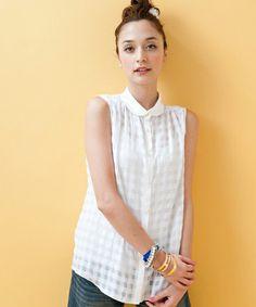 Non sleeve white shirt :)