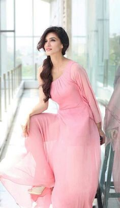 Look Your Best With This Fashion Advice Bollywood Images, Bollywood Celebrities, Bollywood Fashion, Bollywood Actors, Beautiful Bollywood Actress, Most Beautiful Indian Actress, Beautiful Actresses, Beautiful Muslim Women, Beautiful Girl Image