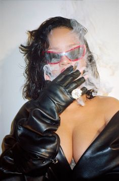 After the official release of her eponymous fashion line Fenty, Rihanna appears as the cover star of Interview magazine's Summer 2019 issue. Photographed by . Rihanna Meme, Rihanna Quotes, Rihanna Fan, Rihanna Style, Rihanna Fashion, Rihanna Body, Rihanna Makeup, Fashion Models, Women's Fashion