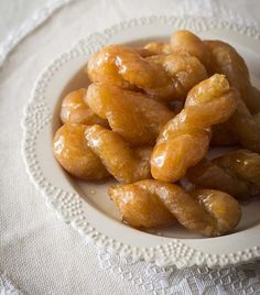 Cynthia's Koeksisters - The Best South African Koeksister Recipe - From Ladismith in the Klein Karoo South African Desserts, South African Dishes, South African Recipes, Africa Recipes, Beignets, Koeksisters Recipe, Kos, Ma Baker, Biscuits