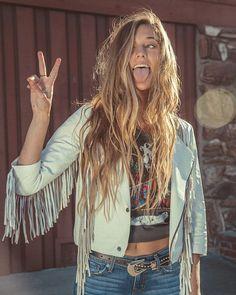 this model kinda looks like Mica😍 Hippie Style, Bohemian Style, Boho Chic, My Style, Vintage Bohemian, Estilo Folk, Boho Fashion, Fashion Outfits, Fashion Design