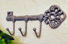Gepersonaliseerde sleutelhouder / sleutelhouder voor muur / sleutelhaak / entryway key hook / rustieke Home Decor / Sleutels Muur haak / Sleutelhanger / sleutelhouder Skeleton Key Decor, Rustic Wall Hooks, Gifts For Her, Great Gifts, Wall Key Holder, Entryway Wall, Key Hooks, Rustic Theme, The Perfect Touch
