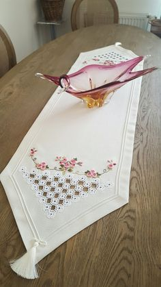 I myçeyizc … – Embroidery Hardanger Embroidery, Silk Ribbon Embroidery, Diy Embroidery, Machine Embroidery Designs, Embroidery Patterns, Cross Stitch Patterns, Knitting Patterns, Types Of Embroidery, Decoration Table