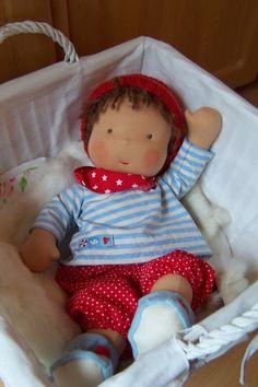 ... geboren. Baby Benni ist 47cm groß und mit Kleidung ca. 640 g schwer. Baby Benni kam ja schon vor einer Weile hier an - zusammen mit Minchen. W...
