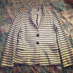 "Old Navy Fashionable Navy and White Blazer! Old Navy Blazer!! ✅In great condition, only worn twice! ➖Size Small ➖white with navy stripes ➖super soft (85% cotton 15% polyester) ➖two front pockets 22"" from top of the shoulder to the bottom of the sleeve Old Navy Jackets & Coats Blazers"