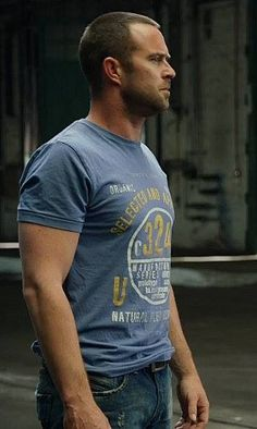 Sullivan Stapleton - I love this man!