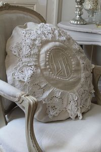 Sofa Pillow Idea for DIY. Chippy, Shabby Chic, Whitewashed, Cottage, French Country, Rustic, Swedish decor Idea. *** Repinned from Janet van den Berg ***.