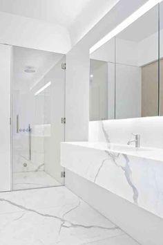 salle de bain blanche en marbre