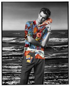 Paul Smith looks to the ocean for spring/summer with a unique new campaign featuring Malgosia Bela and Ben Allen. The new campaign transports the collection to the South of France where neon signs, sandy beaches and the occasional lobster combine. Japanese Koi, Koi Carp, Field Jacket, Summer Shirts, Spring Summer 2018, Paul Smith, How To Draw Hands, Shirt Designs, Campaign