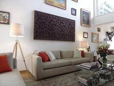Sala de estar Sofá / mesa de centro / tapete / candeeiro de pé / almofadas decorativas