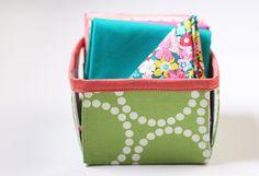 Canastas para guardar telas. Organizar el cuarto de costura es más fácil de lo que crees #Singer #amocoser #yolohice