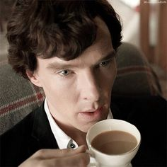 """Sherlock lies to Moriarty: """"I don't know""""."""