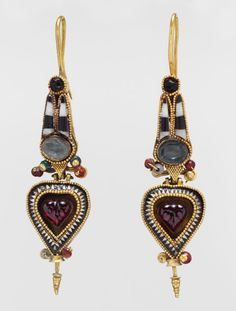 Ancient jewelry. Wish I could touch it and know who wore it.   Greek earrings, 200 B.C.