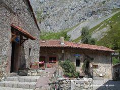 Bulnes, corazón de los Picos de Europa. Rutas por #Cabrales, Asturias #Spain [Más info] http://www.desdeasturias.com/bulnes-picos-de-europa/