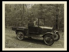 1924 Model T Ford Country roads Antique Trucks, Vintage Trucks, Antique Cars, Classic Trucks, Classic Cars, Old Pickup Trucks, Old Fords, Car Ford, Car Wheels