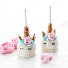 These unicorn cake pops are absolutely adorable! Unicorn Cake Pops, Unicorn Cakes, Unicorn Foods, Unicorn Birthday, Cakes And More, Cake Art, Let Them Eat Cake, Amazing Cakes, Cupcake Cakes