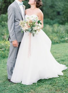 Soft color palette - Vintage and Romantic garden Wedding | More : sodazzling.com | Photography: O'Malley Photographers - omalleyphotographers.com