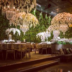 Simply incredible! Would be gorgeous at crystal gardens!