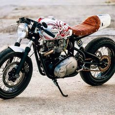 Curating the best bikes, brands and lifestyles of the motorcycle world Triumph Cafe Racer, Bmw Motorcycles, Triumph Motorcycles, Vintage Motorcycles, Custom Motorcycles, Custom Bikes, Moto Cafe, Cafe Bike, Cafe Racer Bikes