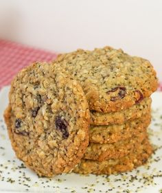 Chia Hemp Seed Oatmeal Cookies Here's an oatmeal cookie recipe with a healthy twist and tastes terrific! Hemp & Chia Seed Oatmeal Cookies are made with multigrain flour, oats, chia and hemp seeds. Healthy Sweets, Healthy Baking, Healthy Snacks, Healthy Recipes, Healthy Oatmeal Cookies, Oatmeal Cookie Recipes, Lactation Cookies, Coconut Cookies, Baked Oatmeal