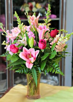 Bate-papo com Stafford, VA Florist, Develyn Reed - Blumensträuße/Deko - Arranjos Valentine Flower Arrangements, Basket Flower Arrangements, Beautiful Flower Arrangements, Flower Vases, Floral Arrangements, Beautiful Flowers, Bouquet Flowers, Bouquets, Church Flowers