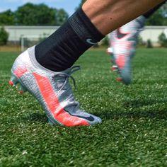 Football Gif, Nike Football, Nike Soccer, Soccer Shoes, Football Boots, Soccer Cleats, Nike Shoes, Metallic Boots, Soccer Gear
