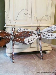 1 Table Leg + 4 Ceiling Fan Blades = a yard art dragonfly , , , Diy Projects To Try, Wood Projects, Craft Projects, Wood Crafts, Diy And Crafts, Arts And Crafts, Spindle Crafts, Recycled Art, Repurposed